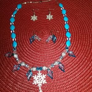 Jewelry - Blue beaded necklace set